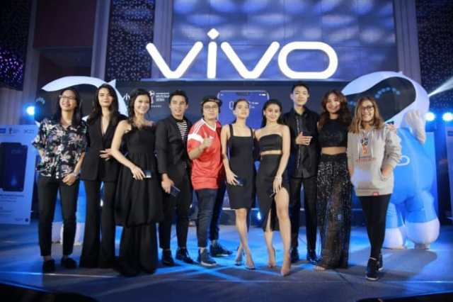 Vivo endorser Julie Ann San Jose, Vern, Verniece, Maris Racal and Chienna Filomeno
