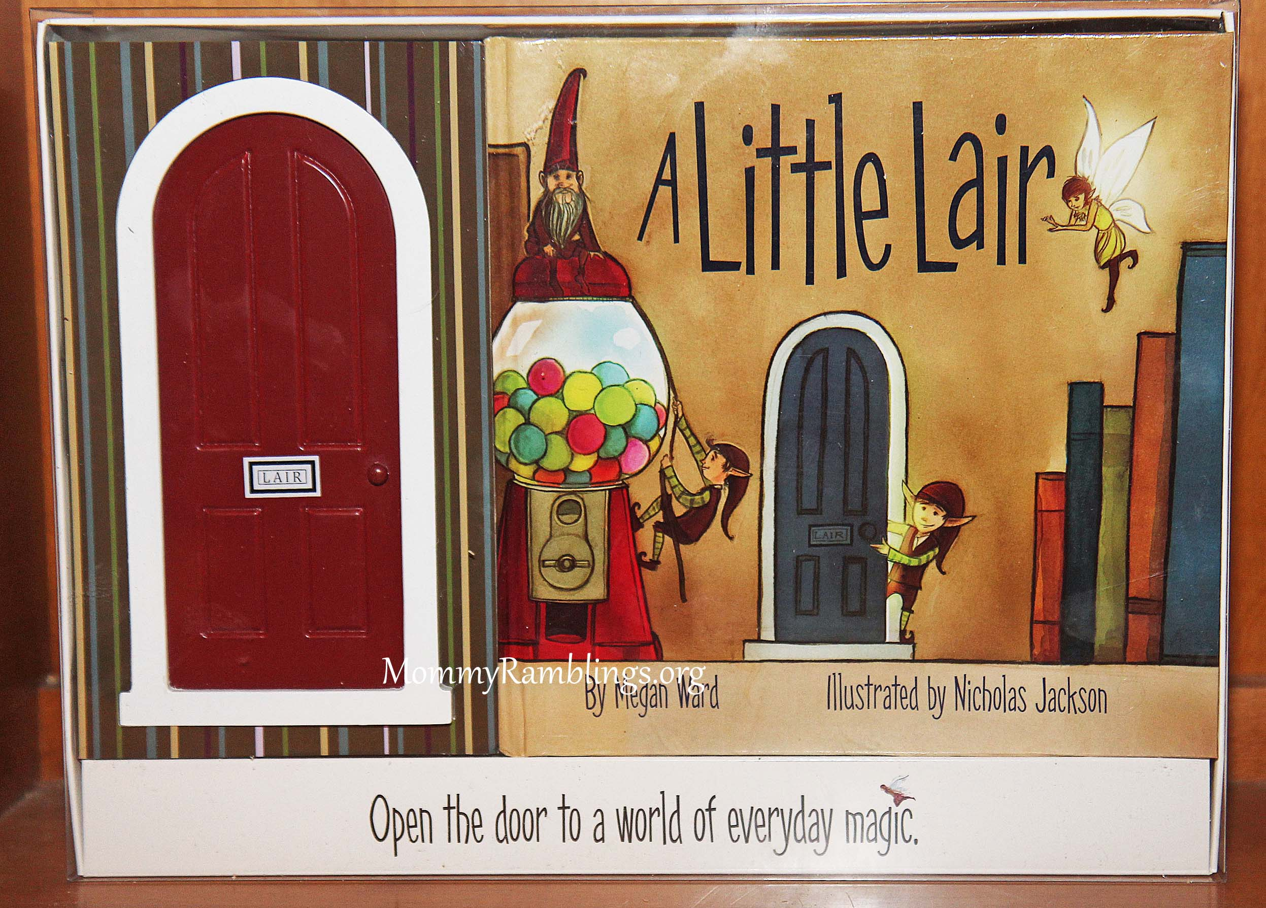 A little lair fairy elf gnome door and book set review for The little fairy door