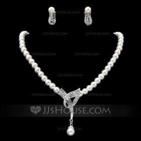 jj house necklace