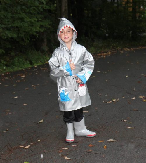 kidorable-shark-raincoat-5
