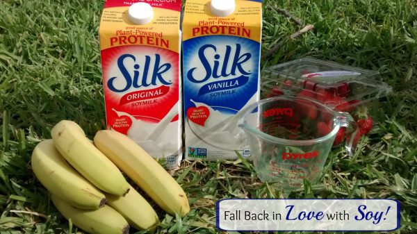 Strawberry Soy Smoothie with Silk Soymilk | Mommy Runs It | #ILoveSilkSoy #ad
