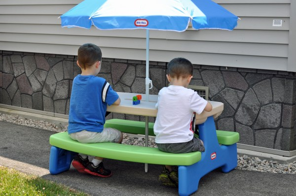 Little Tikes Picnic Table - Easy Store
