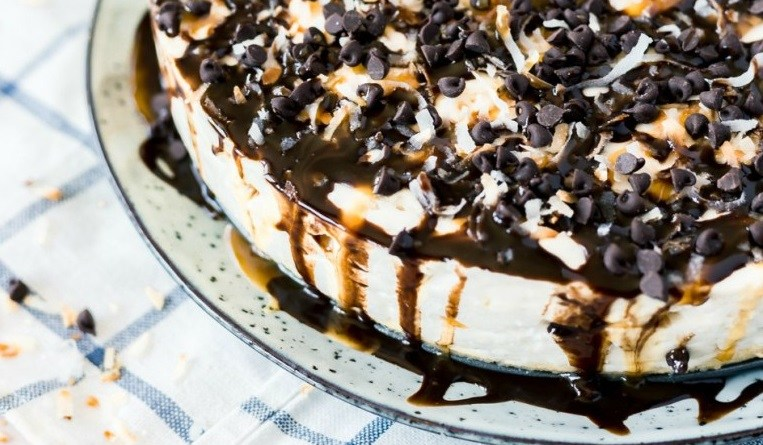No Bake Samoa Cheesecake from Powered by Mom! #ChristmasSweets #NoBakeCheesecake #Christmas #Desserts