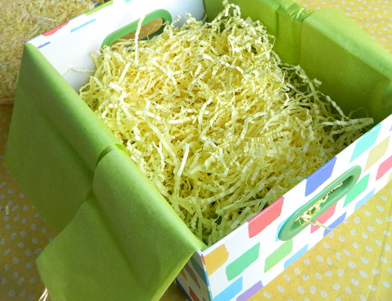 Using Shredded Paper in Gift Packaging #GiftGiving #howto