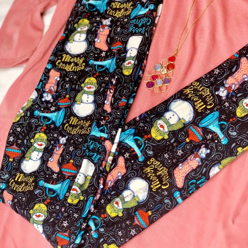 Chalkboard Christmas Leggings from Dream Leggings #ChristmasLeggings #DreamLeggings #HolidayFashion