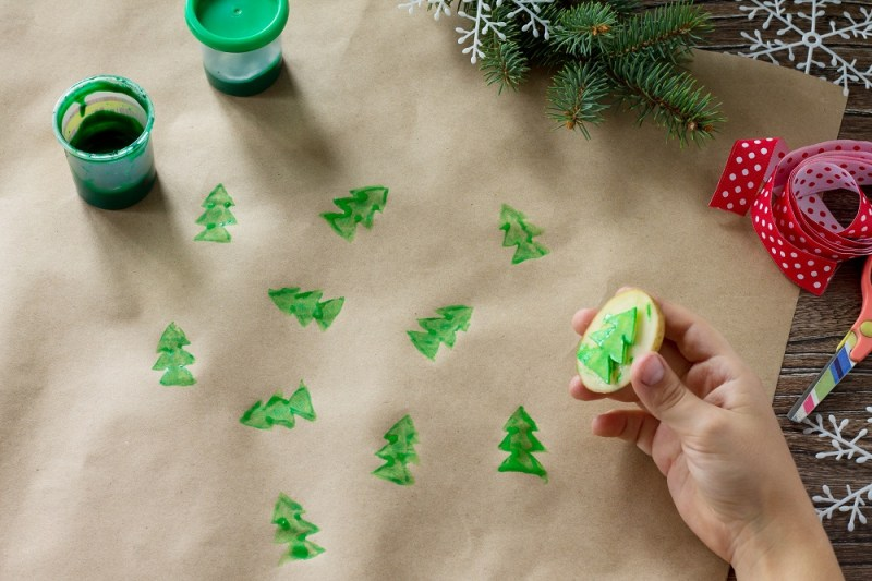 Use a potato stamp to stamp a christmas tree on your brown paper bag wrapping paper #GreenChristmas