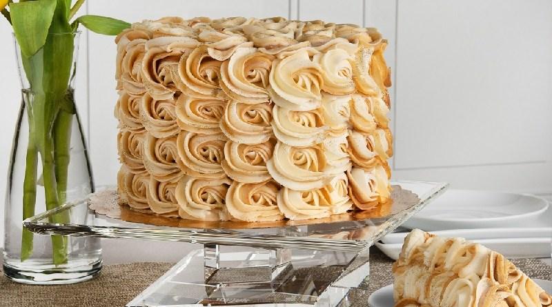 The Carre Crystal Cake Holder from JoyJolt