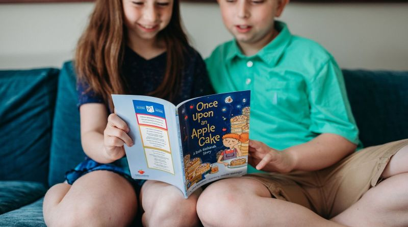 This September, on top of eating delicious apples with honey and making resolutions for the coming year, families raising Jewish children can also kick off the New Year by signing up for PJ Library, a free program that offers monthly, age-appropriate books celebrating Jewish values and culture through the joy of story books.