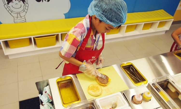 At Kidzania Manila, kids get to participate in roleplaying activities in a kid-sized metropolis.   www.momonduty.com