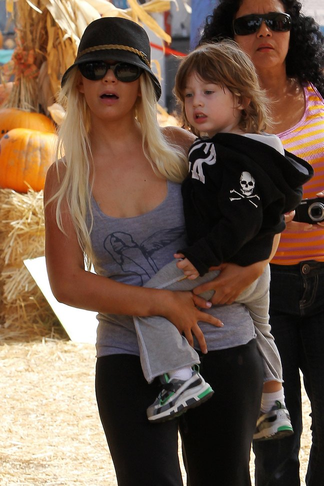 Christina Aguilera Officially Files For Divorce
