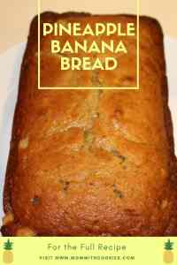 Pineapple Banana Bread - www.momwithcookies.com #bananabread #pineapplebananabread #food #recipe #tropicalbananabread #bananabreadwithpineapples