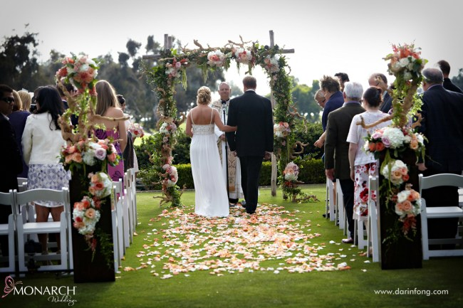 Lodge-at-Torrey-pines-wedding-arroyo-terrace-rose-petal-aisle