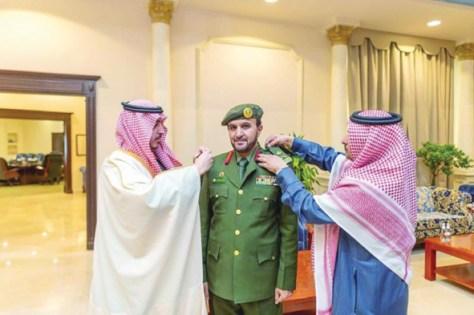 أمير الجوف يقلد اللواء القحطاني رتبته