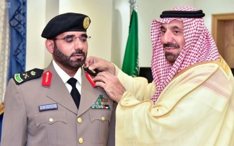 """أمير نجران يقلد نائب مدير شرطة المنطقة رتبة """"لواء"""""""