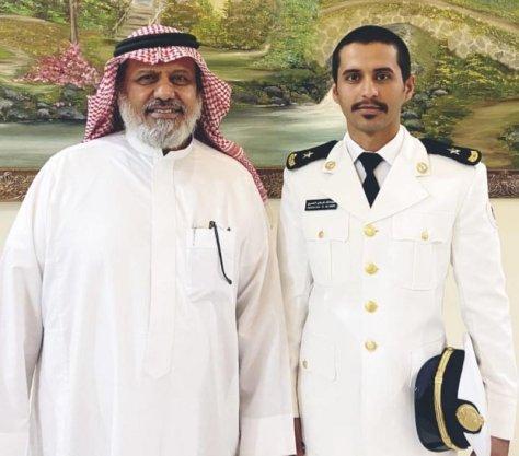 """عائلة الملازم بحري طيار """"العمري"""" تحتفل بتخرجه"""