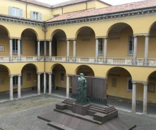 Palazzo dell'Università, Cortile dei Caduti - Il Cortile dei Medici e degli Artisti, oggi Cortile dei Caduti, nel rifacimento seicentesco dell'architetto Giovanni Ambrogio Pessina