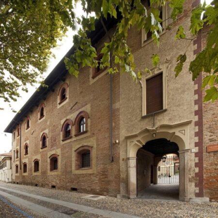 Collegio Borromeo - Il Collegio Borromeo, voluto da San Carlo Borromeo e costruito da Pellegrino Tibaldi; la posa della prima pietra avvenne il 19 giugno 1564