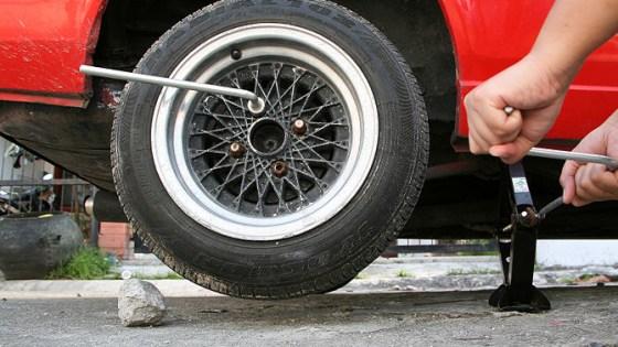 Comment changer un pneu crevé ?