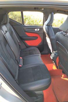 Volvo XC40 T3 Momentum R Design places arrière