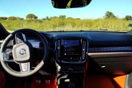 Volvo XC40 T3 Momentum R Design console centrale
