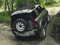 Galerie Land Rover Defender 2020 version 90 dans la boue