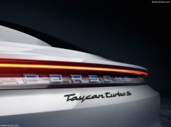 logo Porsche Taycan 2020