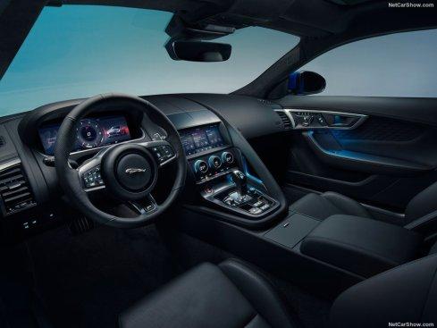 Jaguar F-Type 2020 au volant