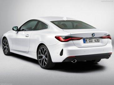BMW Série 4 coupé 2021 vue arrière studio