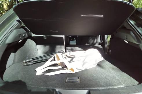 Lexus UX 250h 2WD F SPORT Executive volume coffre 300 litres