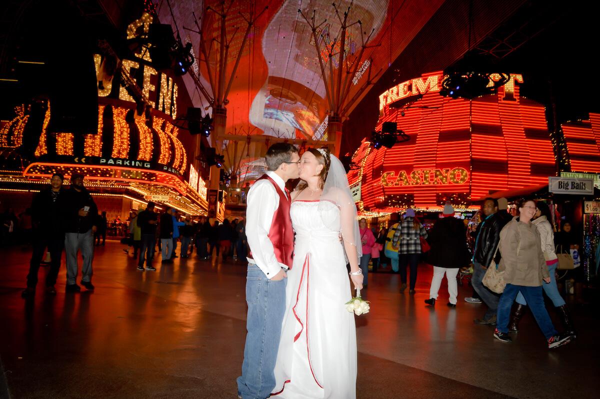 Fremont Street Wedding Amp Photography Package Las Vegas