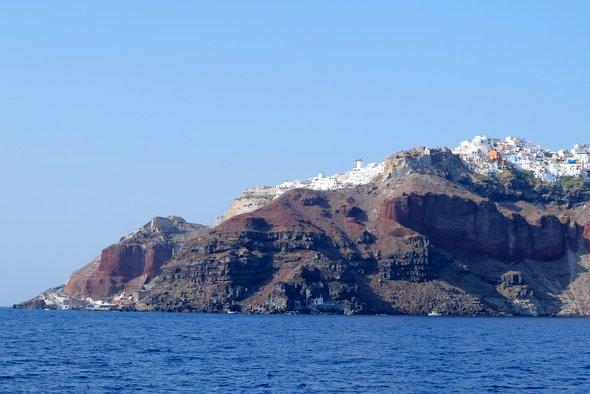 santorin-oia-boat