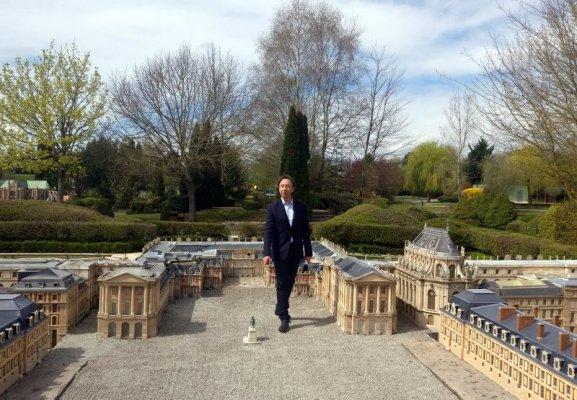 Visiter France Miniature avec Stéphane Bern