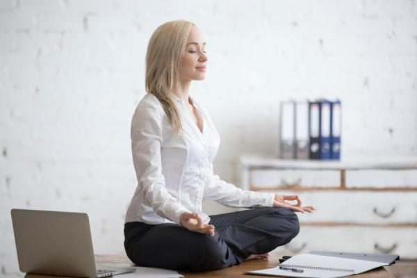 Zen attitude au bureau yoga