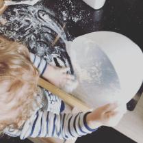 Cuisiner avec un bambin de 13 mois