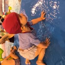 Apprendre l'équilibre lors des bébés nageurs