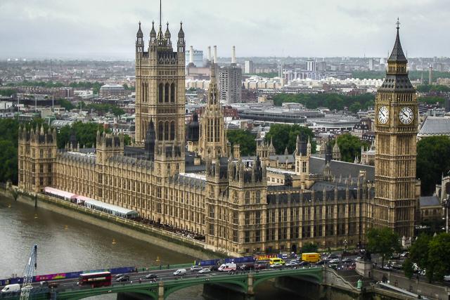 Vista aérea do parlamento britânico, uma das atividades para fazer em Londres
