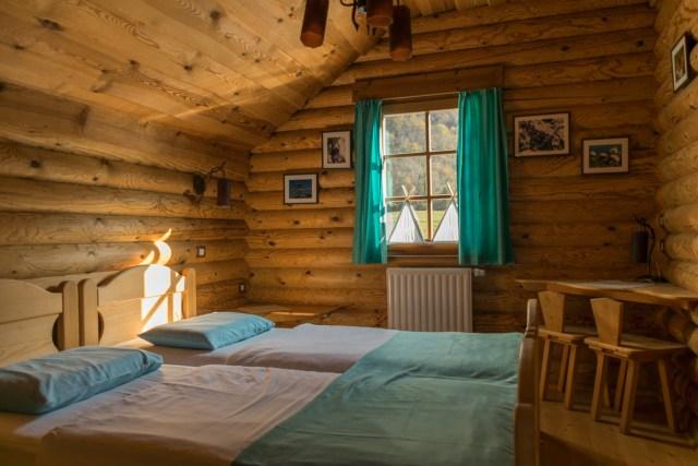 camas no chalé do Kamp Koren, Kobarid