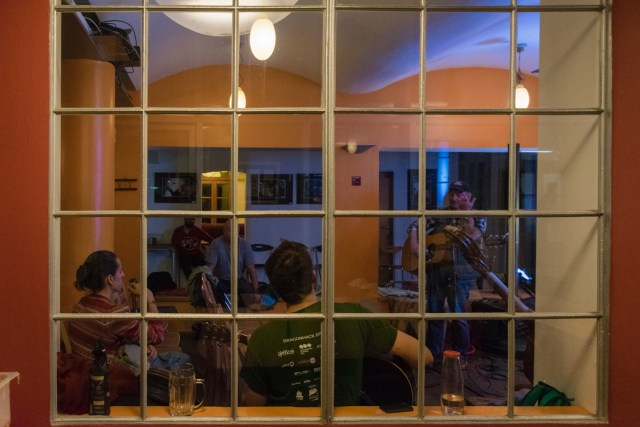 A live concert through the window's bars