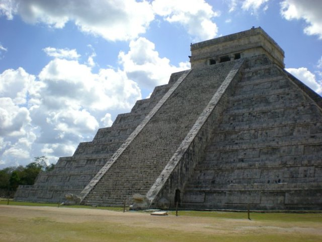 The temple of Chichen Itza in Mexico