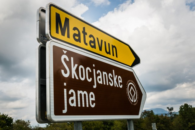 a road sign in Slovenian showing direction to Skocjan Cave