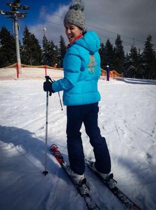 Fernanda esquiando perto de Praga no Cerna Hora, maior estação de esqui da República Tcheca