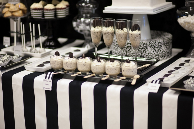Black and White Dessert Table  mondeliceblogcom