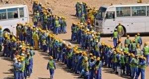 Des travailleurs étrangers au Qatar