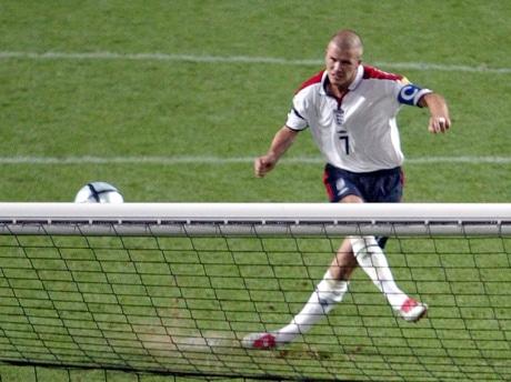 L'Angleterre, ici avec David Beckham, est une équipe maudite lors des tirs au but.