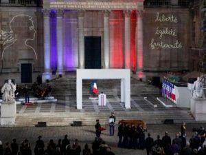 L'Éducation nationale a-t-elle perdu la tête ? Ou bien est-ce la France tout entière ?