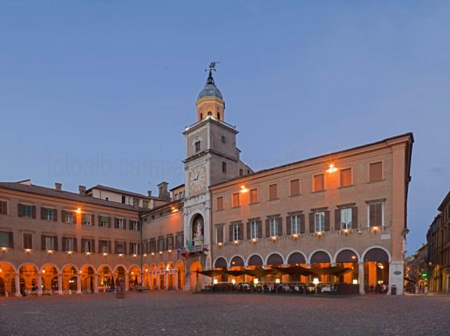 Grande square (Piazza Grande), Modena, Emilia Romagna, Italy, Europe