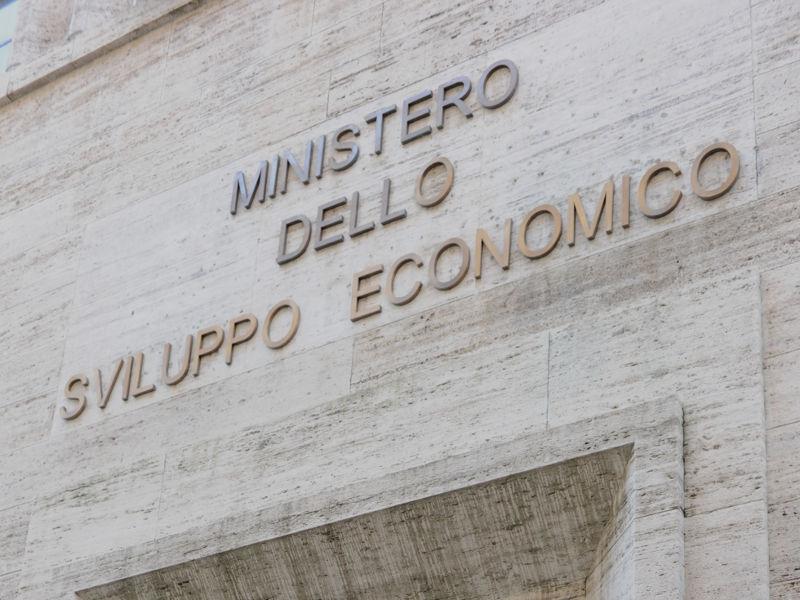 """Banda ultralarga, 600 milioni di euro nel """"Piano Scuola"""" e nel """"Piano Voucher famiglie"""""""