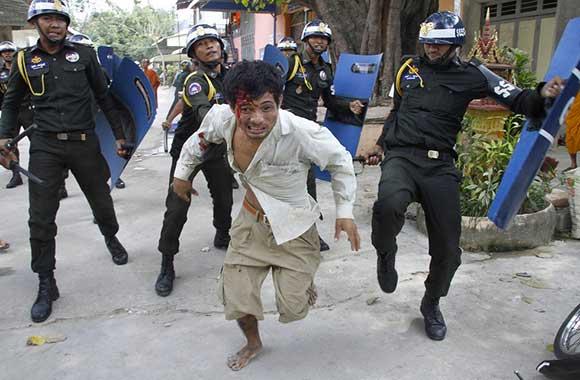 cambogia-operai-violenza