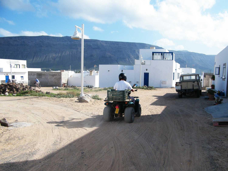 Lungo le vie de La Caleta del Sebo viaggio a Lanzarote