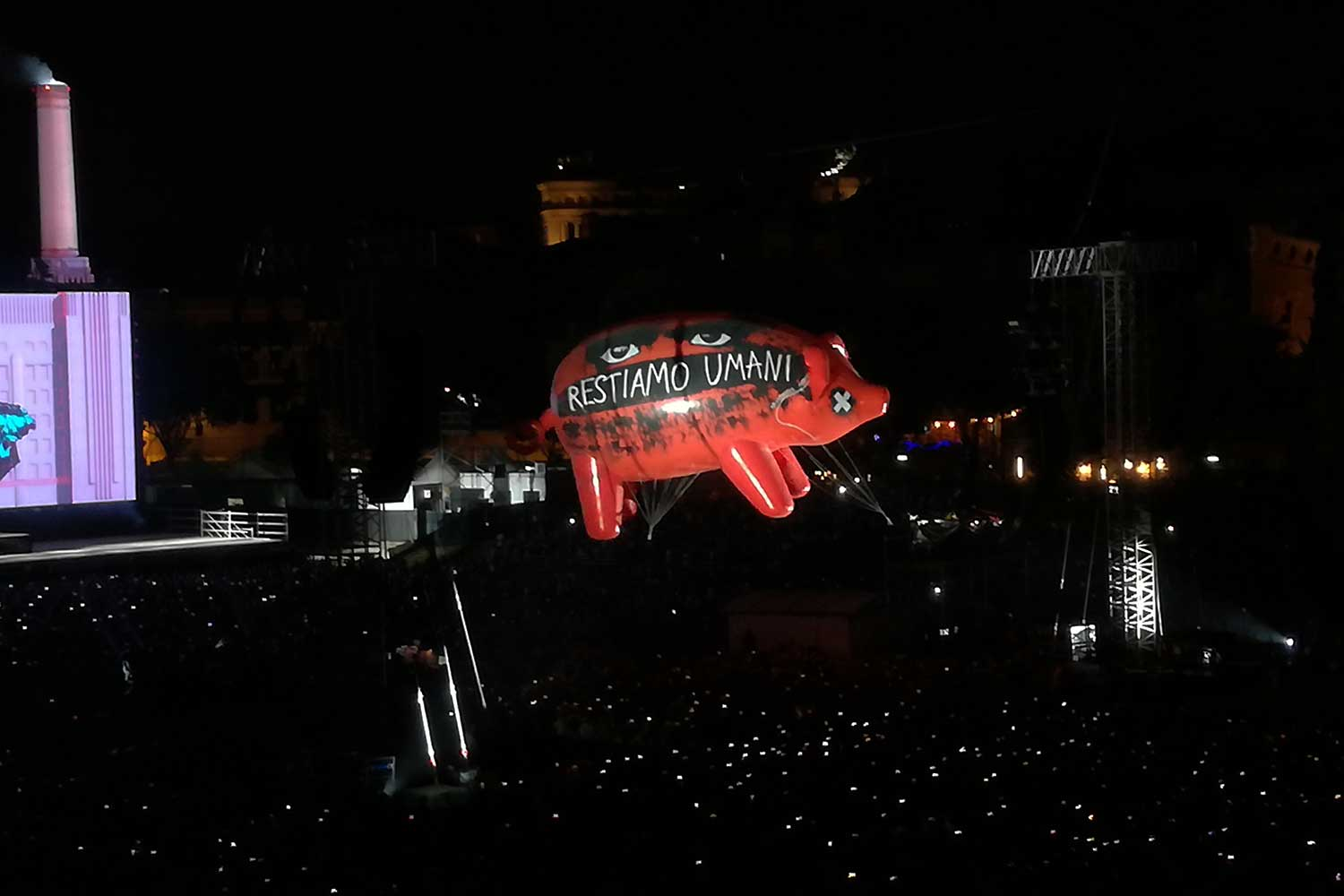 Restiamo Umani pigs roger waters
